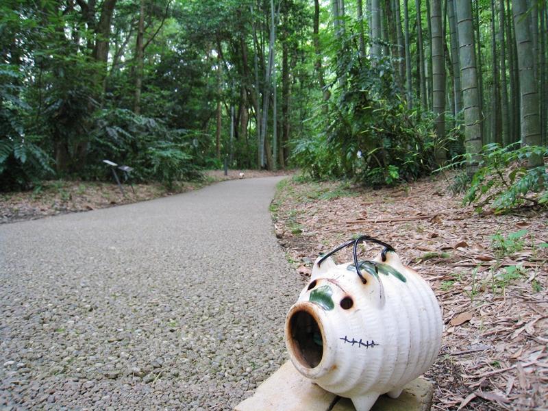 とらやカフェの竹林にあるブタの蚊取り線香