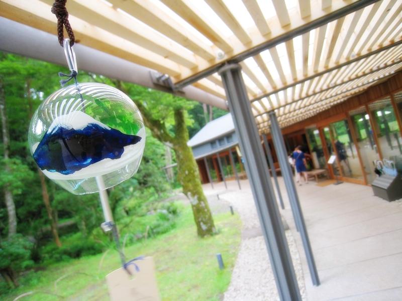 とらやカフェの軒にある富士山の風鈴