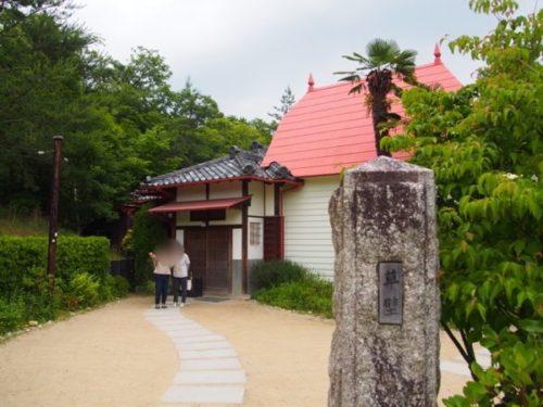 モリコロパークサツキとメイの家にある草壁の表札と家