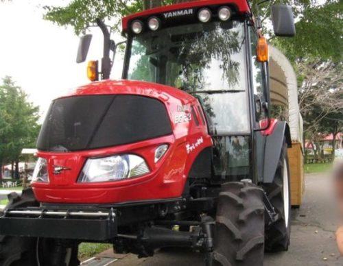 まかいの牧場アスレチックのトラクターバス