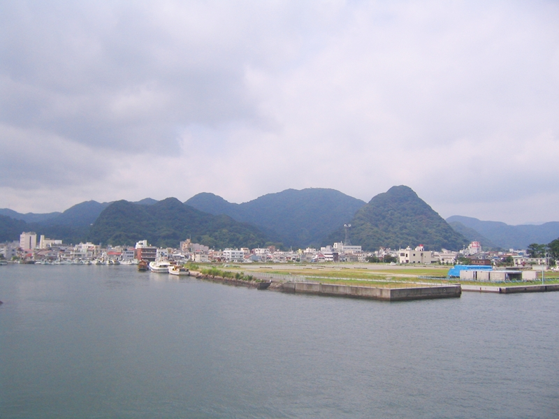 下田港と海