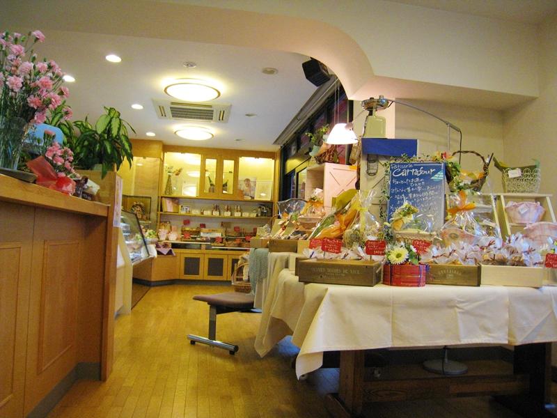 カルフールの店内焼き菓子が置かれている