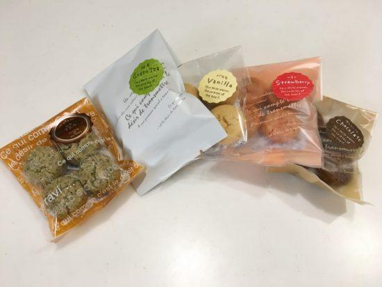 包装されたアトリエクレーヴの焼き菓子が5つ並んでいる