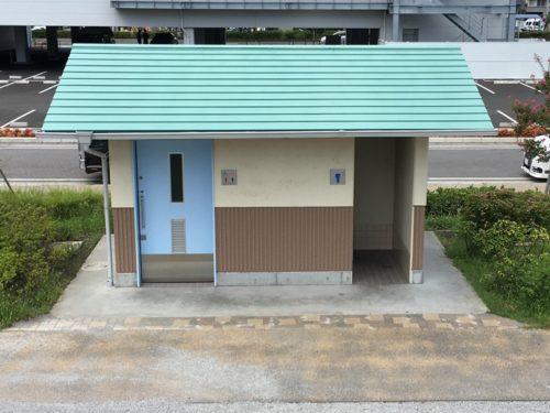 東静岡スマイル公園の左が共用、右に男性用のトイレ