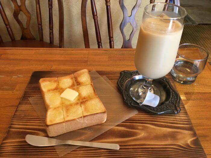 トーストとカフェオレのセット