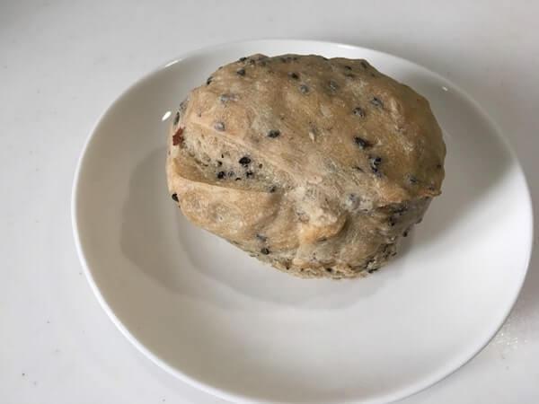 ごまのかかった丸いパン