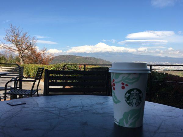 富士川SAのテラス席から見える富士山